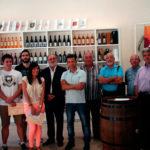 Los finalistas con representantes de las bodegas y el presidente del Consejo Regulador
