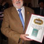 El Presidente del CRDO con el premio