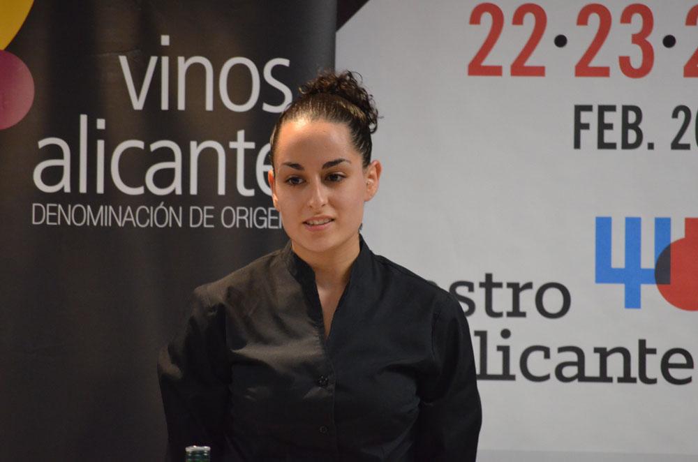 Natalia Martínez, en la imagen presentando sus preparaciones, obtuvo la mención del jurado por su prometedor futuro y buenas maneras.