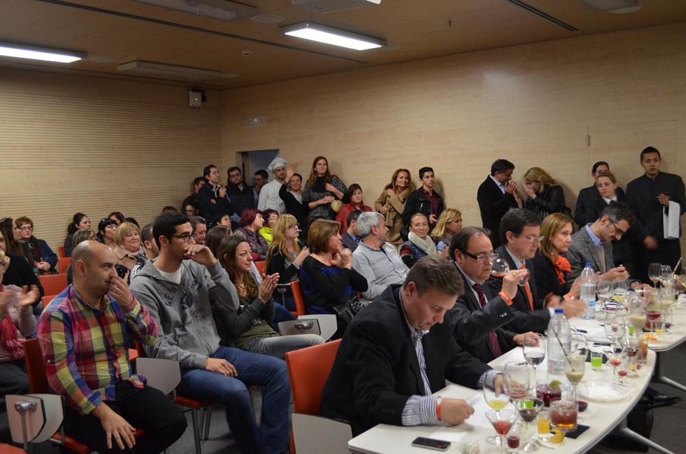 La sala quedó pequeña para la cantidad de público que se interesó por el evento.
