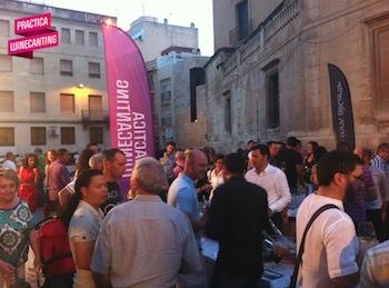 Semana Winecanting Elche. Fiesta en la Plaza de la Torre de la Calahorra
